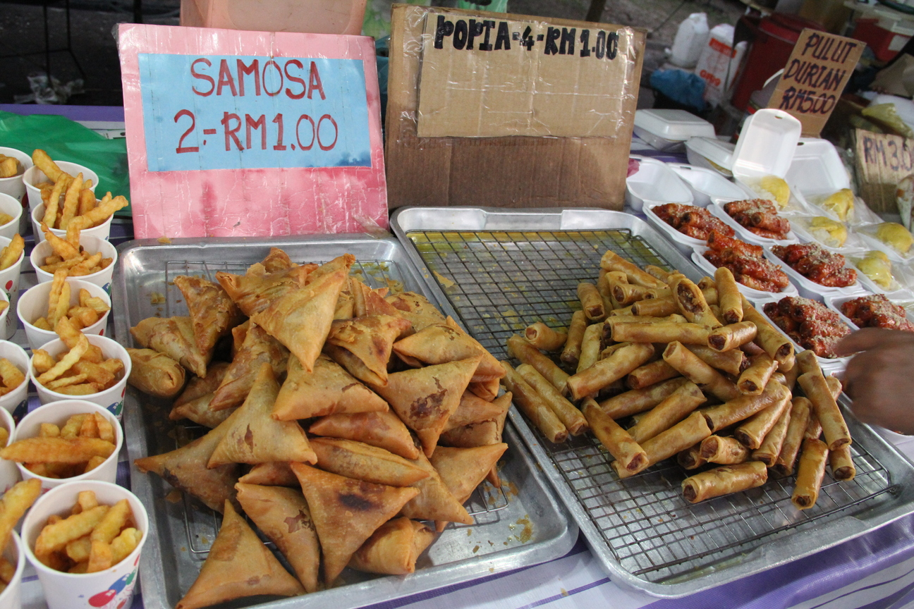 essay about food in malaysia Malaysian cuisine: a case of neglected this essay focuses only on peninsular malaysia chinese ethnic groups in malaysia hokkien food is probably the.