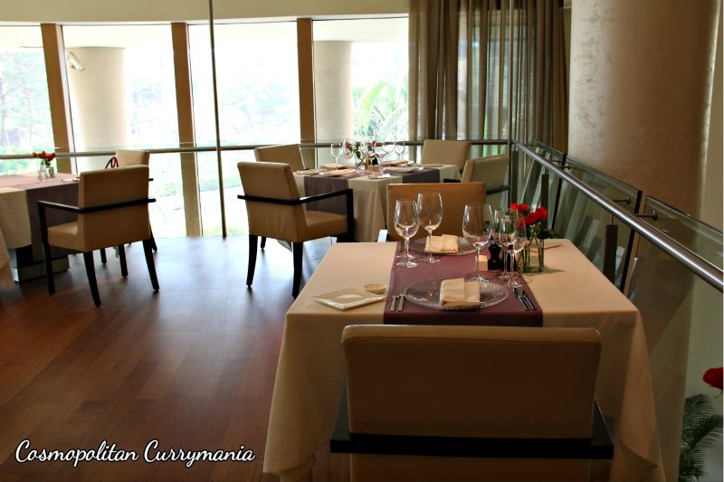 Spacious, airy and simplistic, Botticino at Trident BKC exudes sophistication from every aspect. Beige Botticino Italian marble has been used extensively in the restaurant.