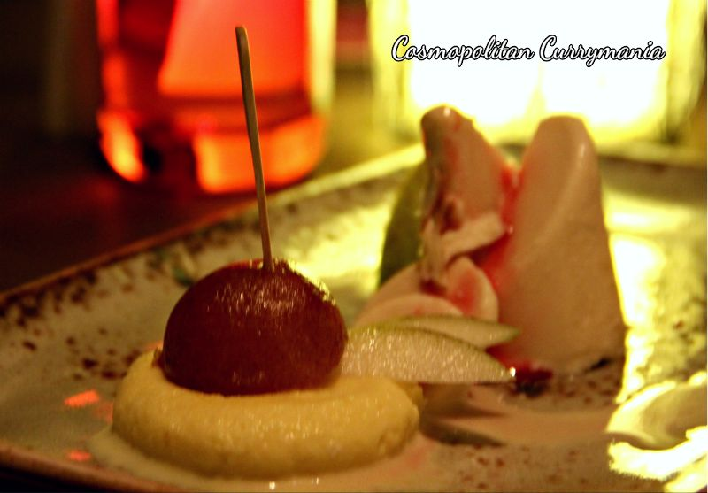 Rasmalai, Gulab Jamun and Kulfi. Good food must end with a sweet note, after all!